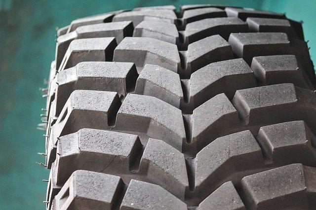 Quelques astuces pour préserver les pneus de son camion le plus longtemps possible